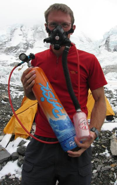Paul tries out his TopOut mask, with new Poisk bottle and regulator. Photo Atilla Jelenko